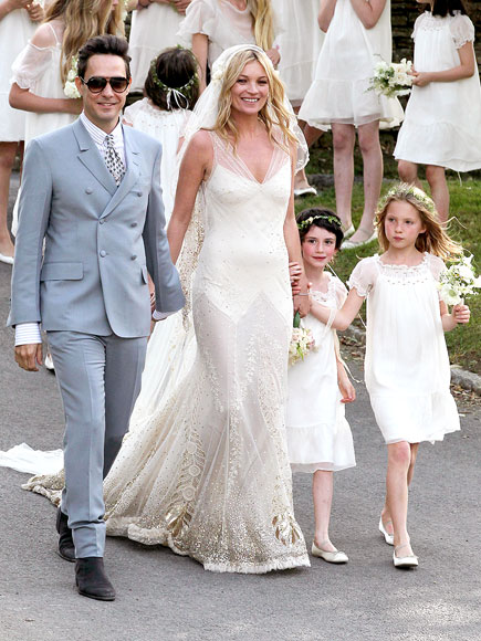 After Dating Over A Year Oscar Winner Reese Witherspoon Walked Down The Aisle On March 26 And Married Entertainment Agent Jim Toth In Private Ceremony At