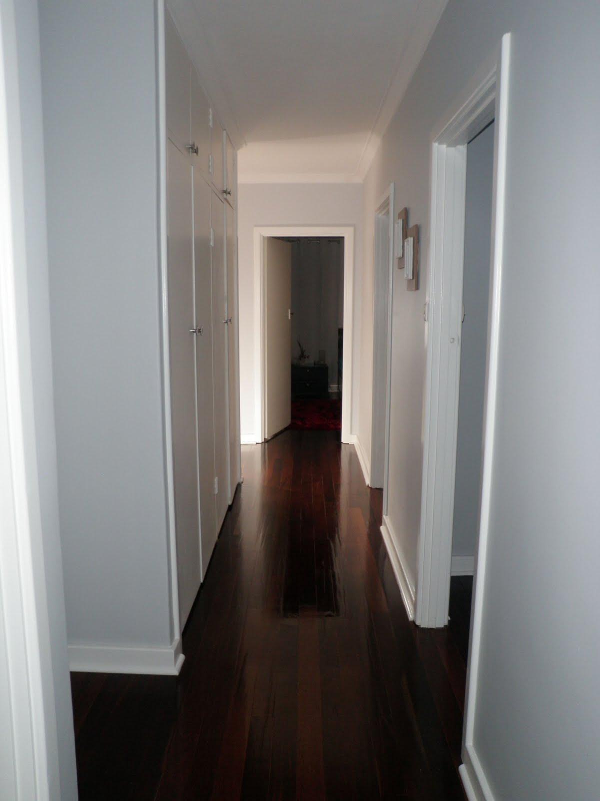 http://2.bp.blogspot.com/-d_Km3WMlyXk/TddS2DJNLQI/AAAAAAAAAwM/glPHD0eS1YQ/s1600/hallway%2Bbefore%2Blong.jpg