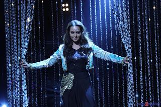 Sonakshi Sinha performs on Indian Idol Junior sets 10.JPG