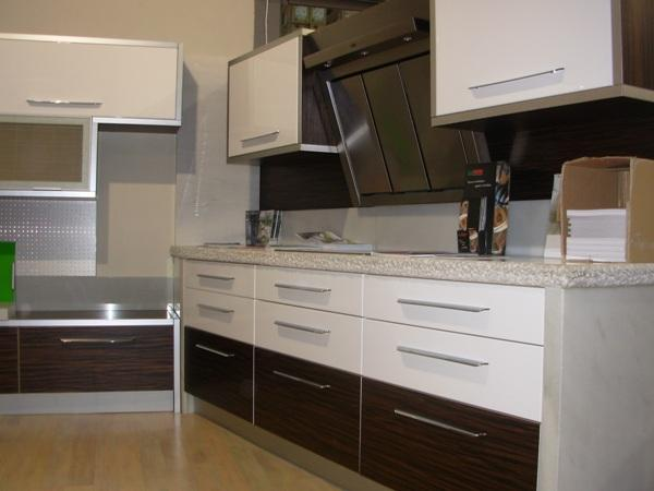 Modernas cocinas de madera kitchen design luxury homes for Muebles de cocina de madera modernos