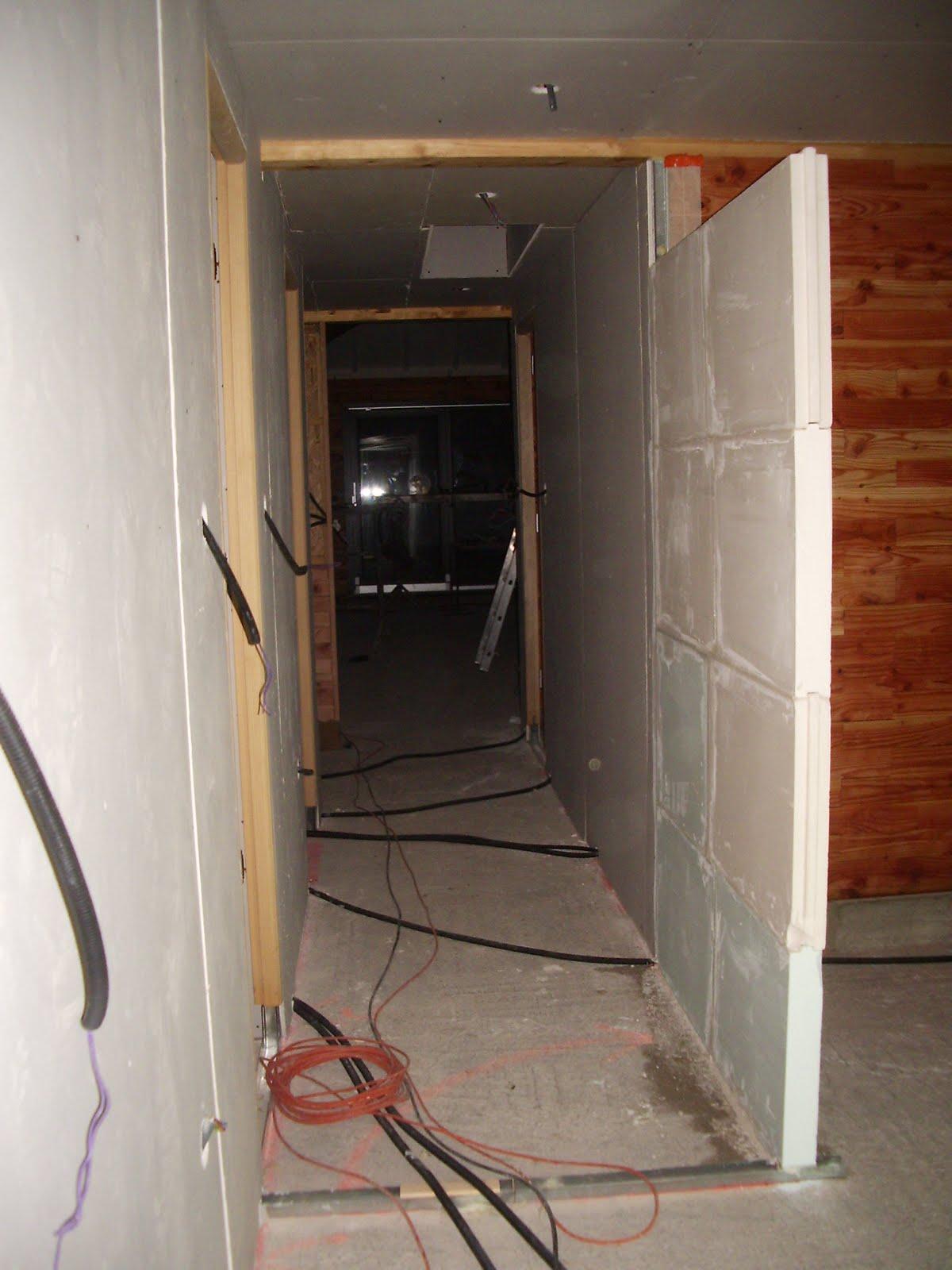 ma maison en parpaings de bois bvb les cloisons en placo. Black Bedroom Furniture Sets. Home Design Ideas