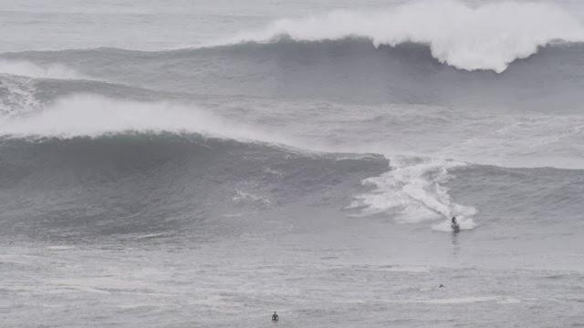 Hercules storm big wave surfing at La Verdad Día de Reyes en el agua
