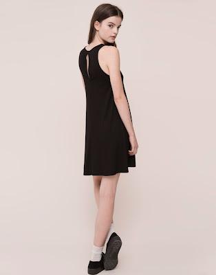 http://www.pullandbear.com/es/es/mujer/vestidos/vestido-evas%C3%A9-liso-manga-sisa-c29016p6310509.html