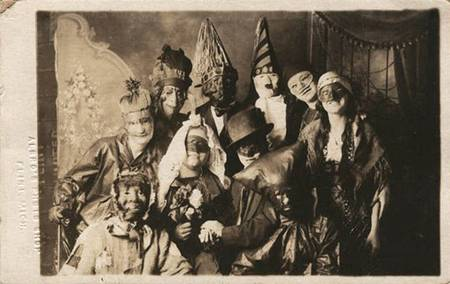 creepy vintage halloween costumes from between the 1900s. Black Bedroom Furniture Sets. Home Design Ideas
