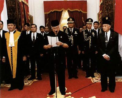 Pada 21 Mei 1998, setelah tekanan politik besar dan beberapa demonstrasi, Presiden Soeharto mengumumkan pengunduran dirinya di televisi.