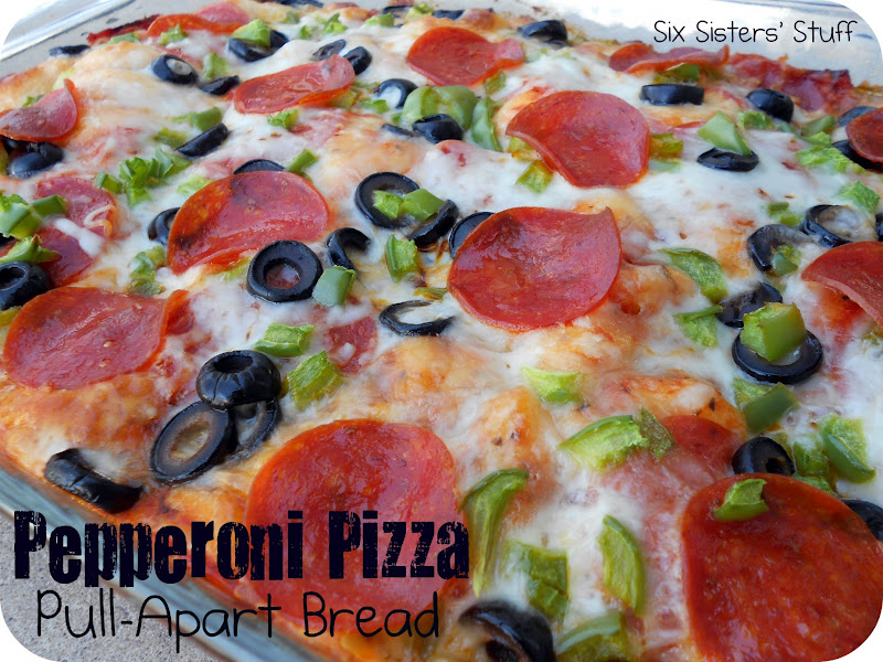 Pepperoni Pizza Pull-Apart Bread (Monkey Bread) | Six Sisters' Stuff