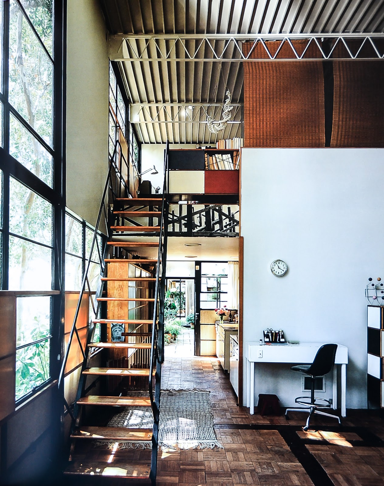 corners of the 20th century case study houses. Black Bedroom Furniture Sets. Home Design Ideas