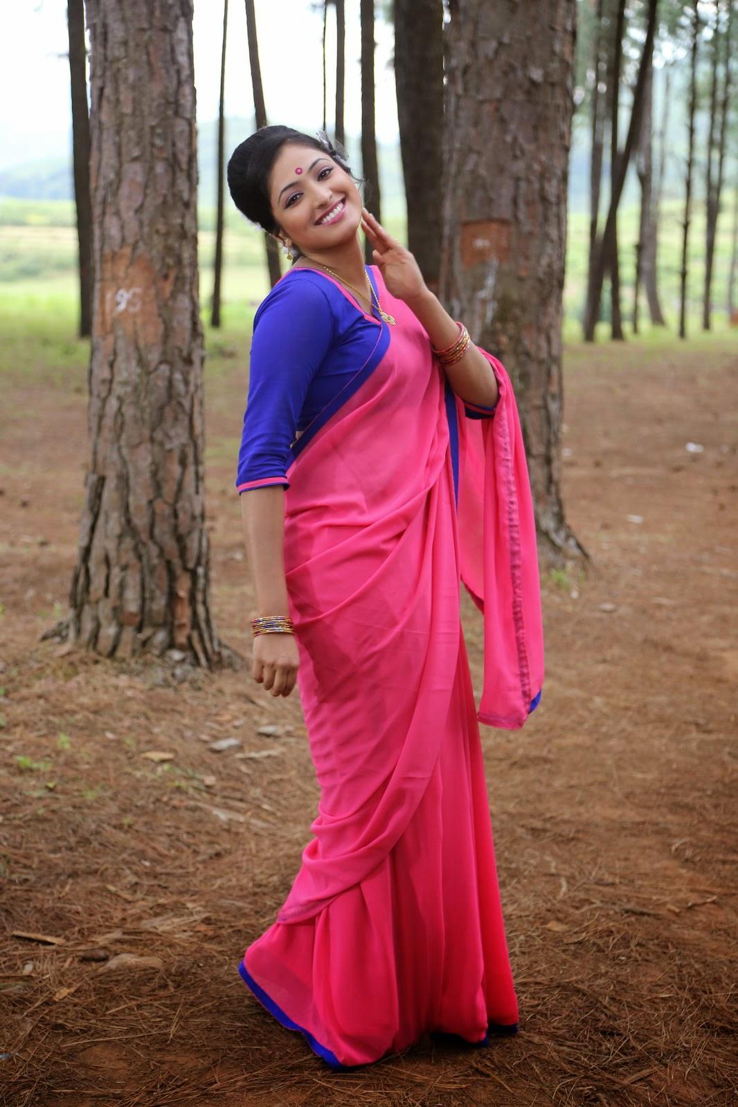 Hari Priya Glamorous photos-HQ-Photo-14