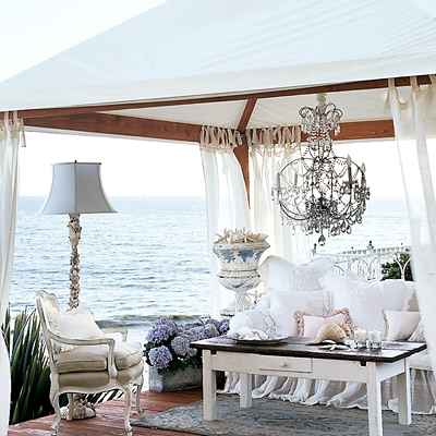 Romantic room decor ideas with coastal beach ambiance for Romantic outdoor decorating ideas