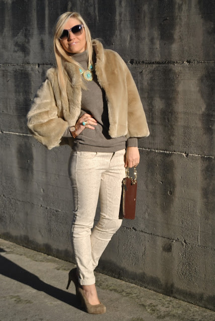 outfit pantaloni beige outfit jeans beige come abbinare il beige come abbinare i jeans beige come abbinare i pantaloni beige beige outfit how to combine beige how to match beige outfit casual invernali outfit da giorno invernale outfit gennaio 2016 january  outfit january 2016 outfits casual winter outfit mariafelicia magno fashion blogger colorblock by felym fashion blog italiani fashion blogger italiane blog di moda blogger italiane di moda fashion blogger bergamo fashion blogger milano fashion bloggers italy italian fashion bloggers influencer italiane italian influencer