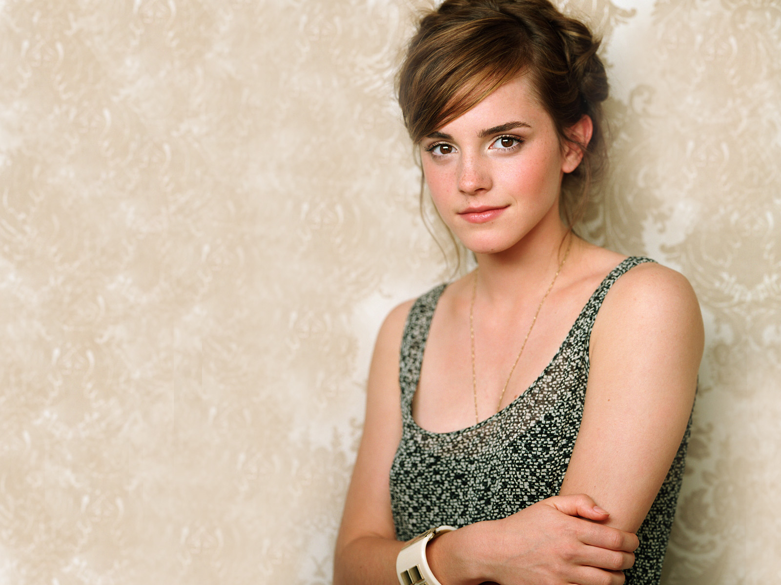 http://2.bp.blogspot.com/-da_A1840gd4/TbGRC-NV6SI/AAAAAAAAAss/V3mur8f6ZyE/s1600/emma_watson_latest_high_quality-normal.jpg