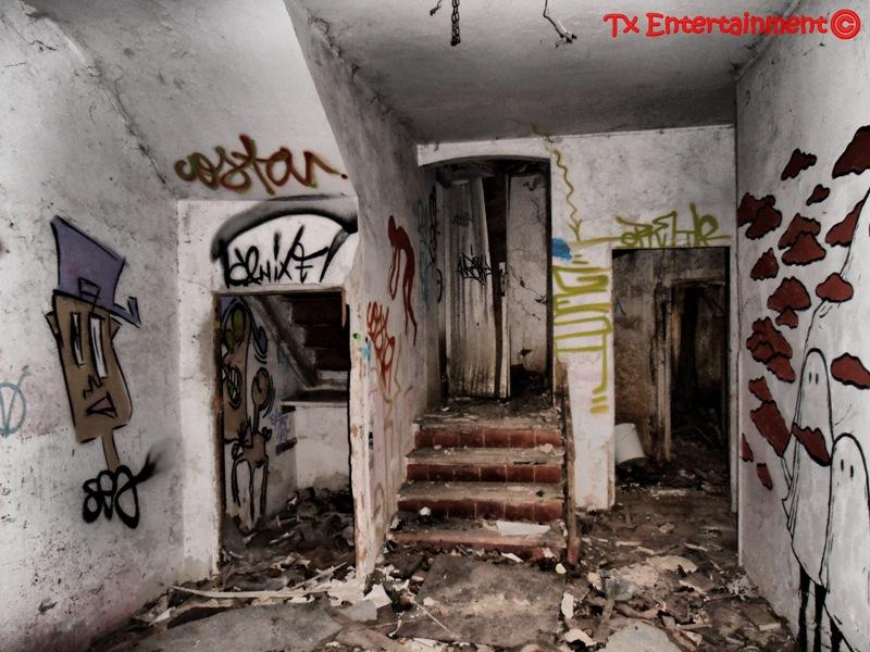 Abandonado en la memoria la casa de los juguetes for Casa elegante en mal estado