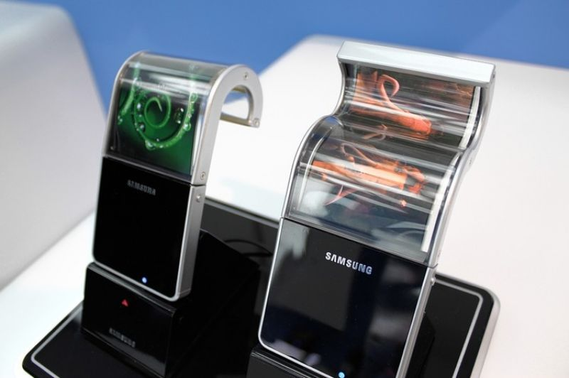Samsung to launch foldable display smartphone in 2015, to ...