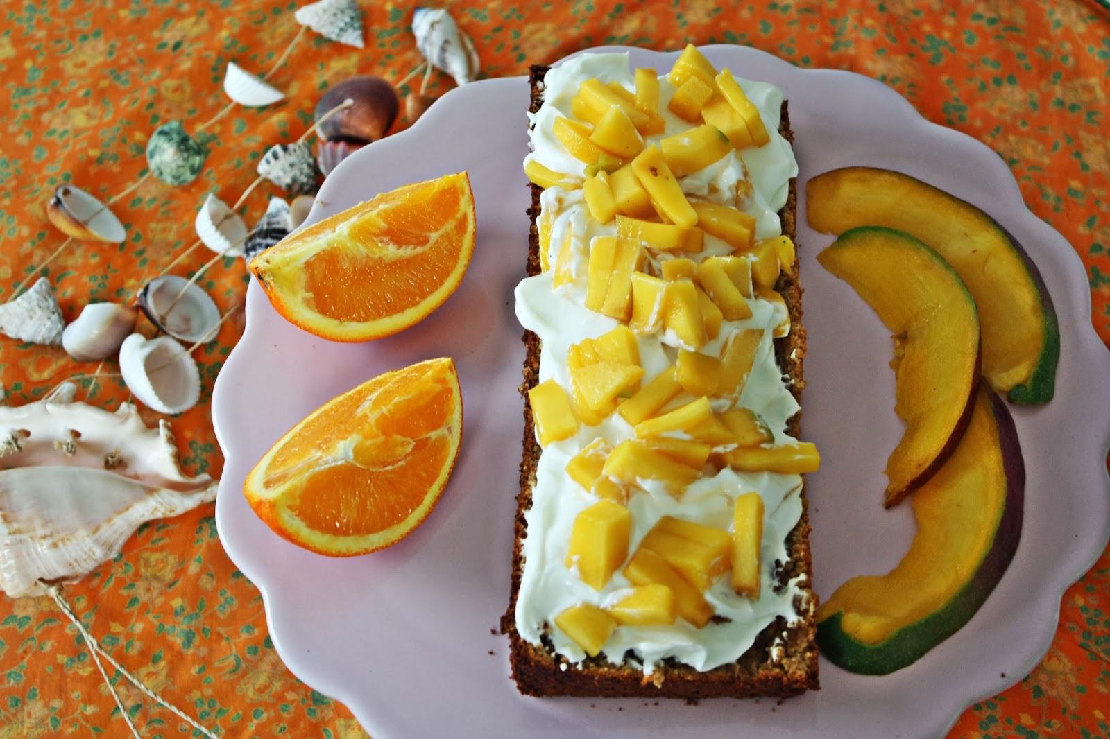 Honig Tamarinden Kuchen mit Mango und Firschkäse-Frosting
