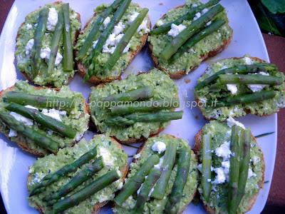 crostone rustico con patè di fave e punte di asparagi