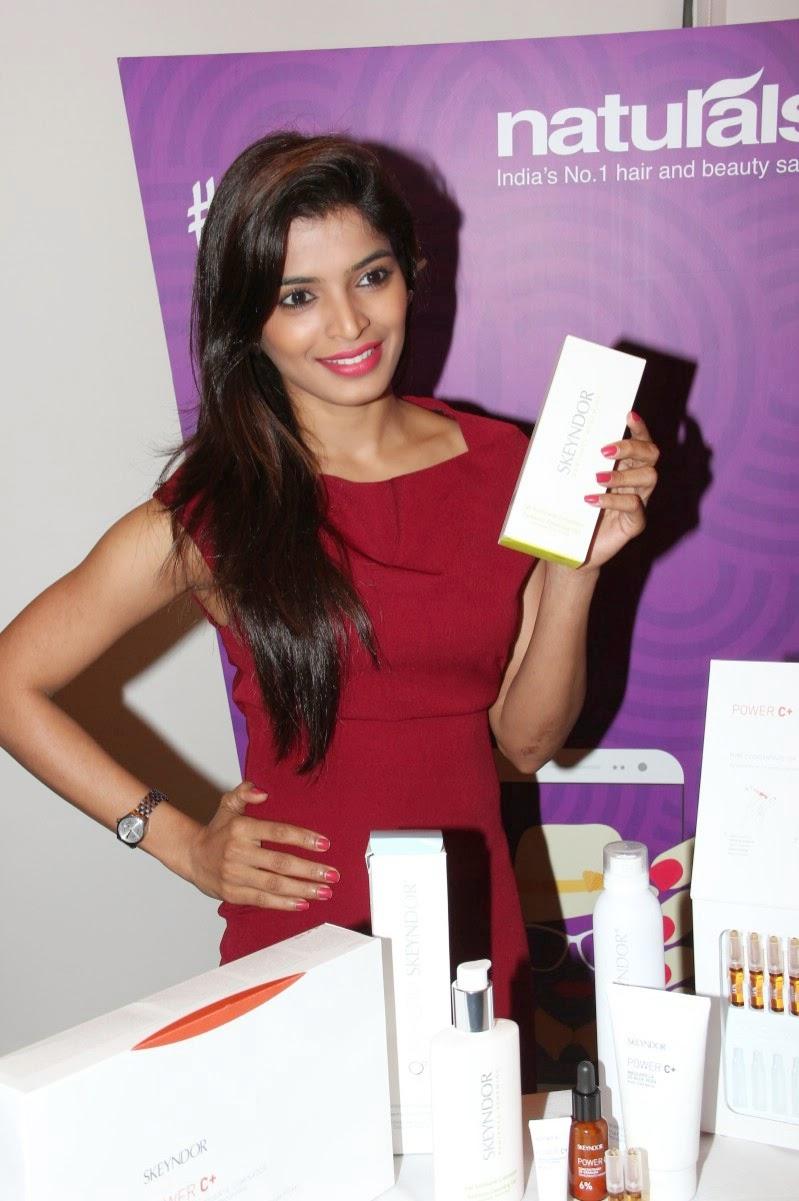 Sanchita Shetty at Skeyndor facial at Naturals Lounge Stills