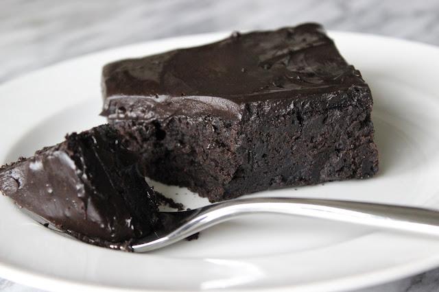 Runs on Sundae Cold Chocolate Snacking Cake