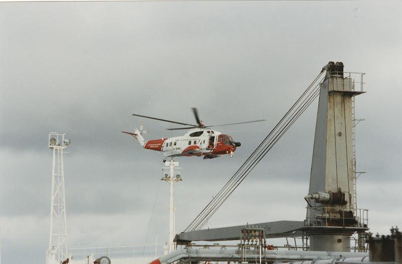 Tijdens deze oefening werd er vanuit de helikopter een persoon voor op  title=
