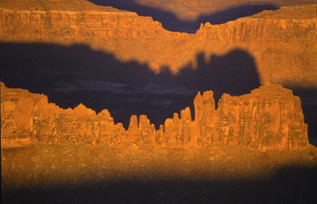 Rochas com Sombras - Melting Shadows