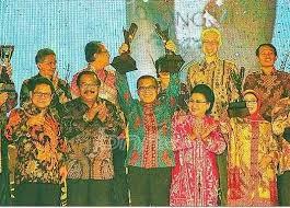 Kabupaten Banyuwangi meraih Otonomi Award 2013 dari The Jawa Pos Institute of Pro-Otonomi (JPIP).
