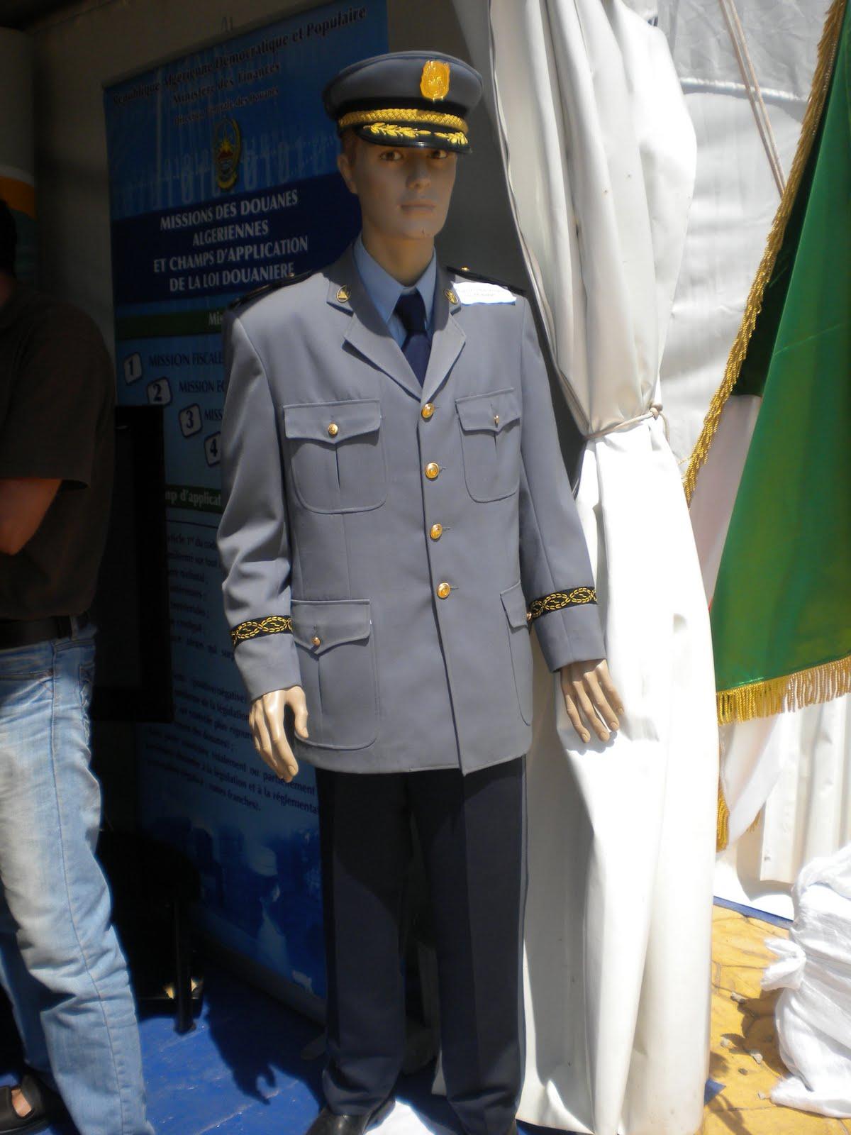 البذلات الجيش الوطني الشعبي الجزائري [ ANP / GN / DGSN / Douanes ]  - صفحة 6 DSCN4373