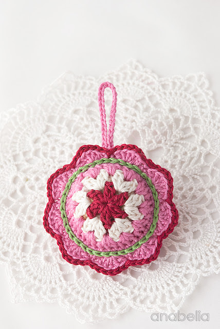 Christmas crochet ornament pattern by Anabelia Craft Design