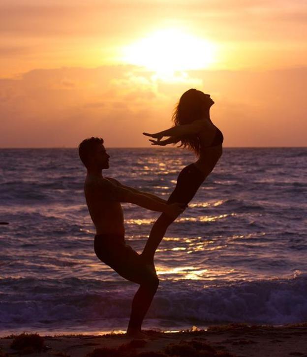 pose-casal-praia.png