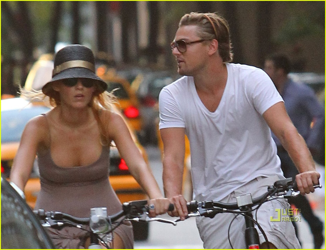 http://2.bp.blogspot.com/-dcAmbnTYM1w/TjmjcWGT5JI/AAAAAAAAD-c/rNc_Jq04Q9o/s1600/blake-lively-leonardo-dicaprio-biking-03.jpg