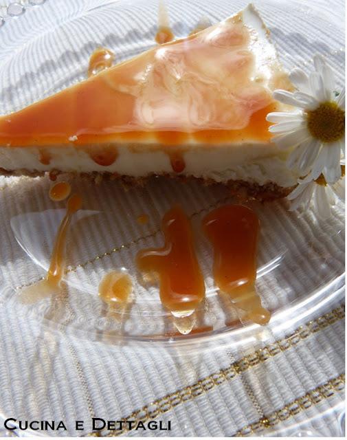 Cheesecake con confettura alla rosa canina