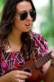 Cantora Michele Leal canta tema de Malú em Sangue Bom