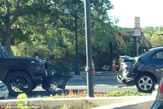 Kylie jenner crashes her 125 000 mercedes benz suv just for Mercedes benz of calabasas staff