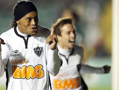 Ronaldinho comenzó a brillar con el Atlético Mineiro