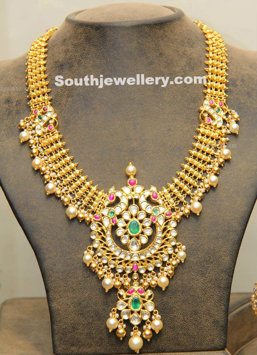 gold necklace with kundan pendnat jewellery designs