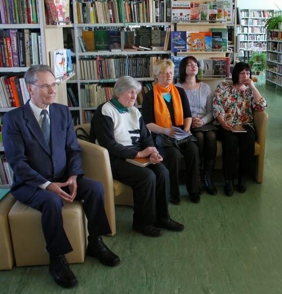 """2013. gada 16. aprīlī Gulbenes bibliotēkā viesojās Cēsu kultūras biedrības """" Harmonija """" dalībnieki"""