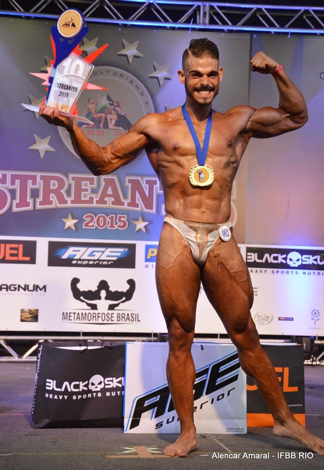 Arthur Soares, Campeão Bodybuilding Juvenil Overall  do Campeonato Estreantes IFBB-RIo 2015. Foto: Alencar Amaral