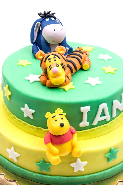 Winnie the Pooh fondant cake close up on winnie and tigger and eeyoe
