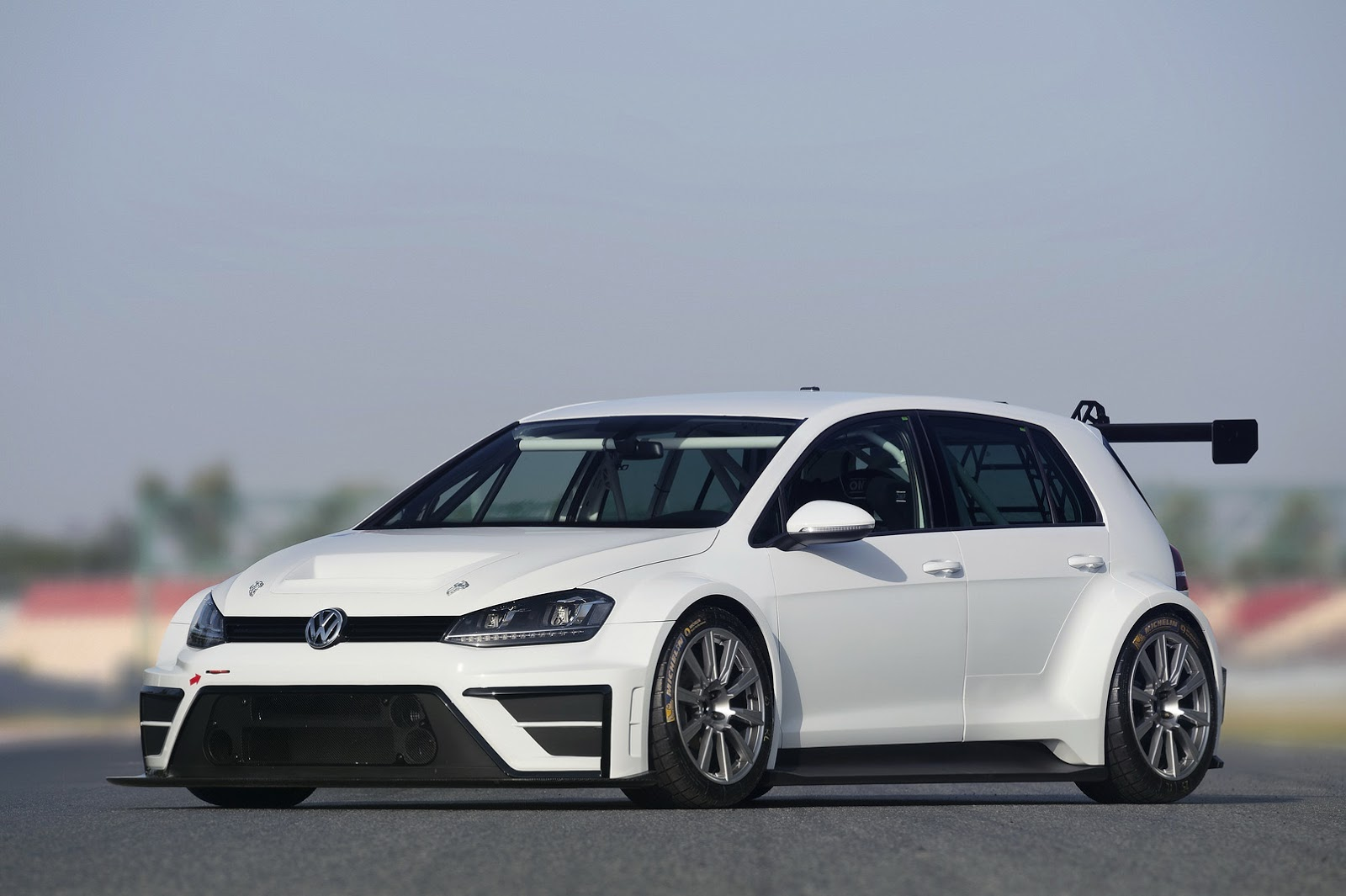 New Vw Golf Tcr For The Track Makes R400 Concept Look
