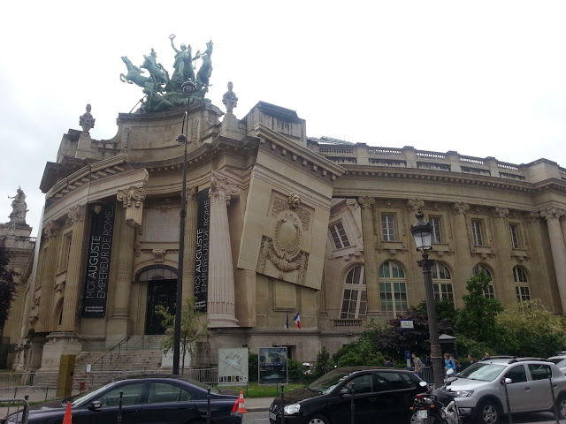 grand-palais-de-la-decouverte-paris-france-dreamesride