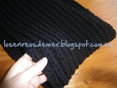 Detalle de bufanda cerrada realizada a punto inglés