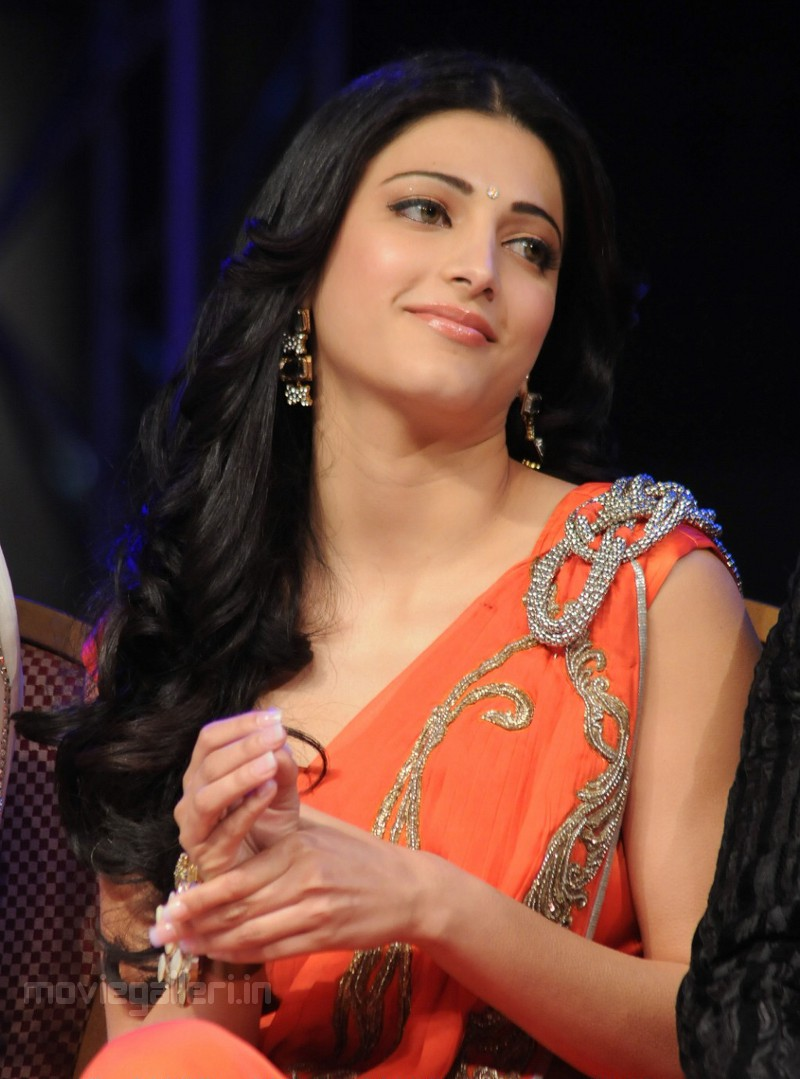 sruthi hasan latest unseen hot pics ~ biography and hot pics of