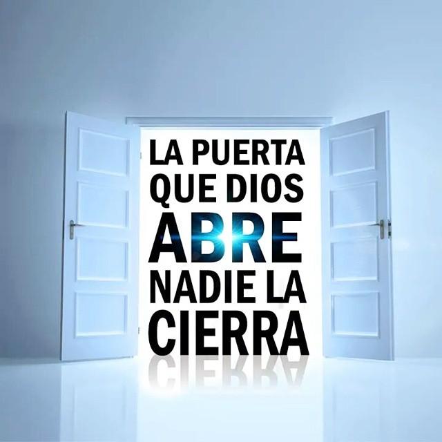 La vida y la palabra mensajes a las siete iglesias x for Puerta que se abre sola