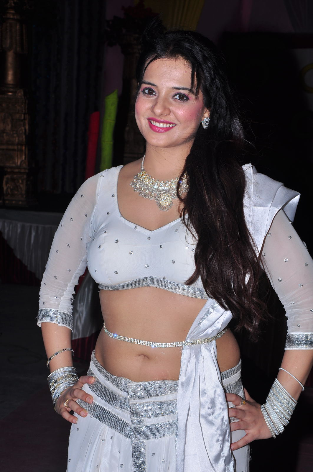 Saloni Hot sizzling Photo Shoot HD images