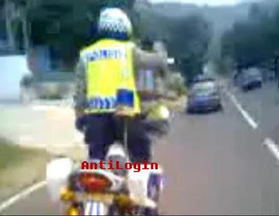 Video Bripka Karno Akrobat di Atas Motor