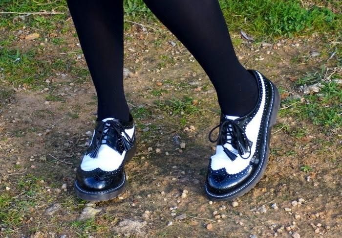 zapatos claqué blanco y negro
