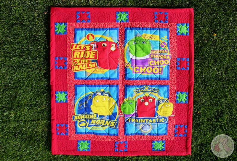 Colcha de patchwork con los trenes de Chuggington y estrellas