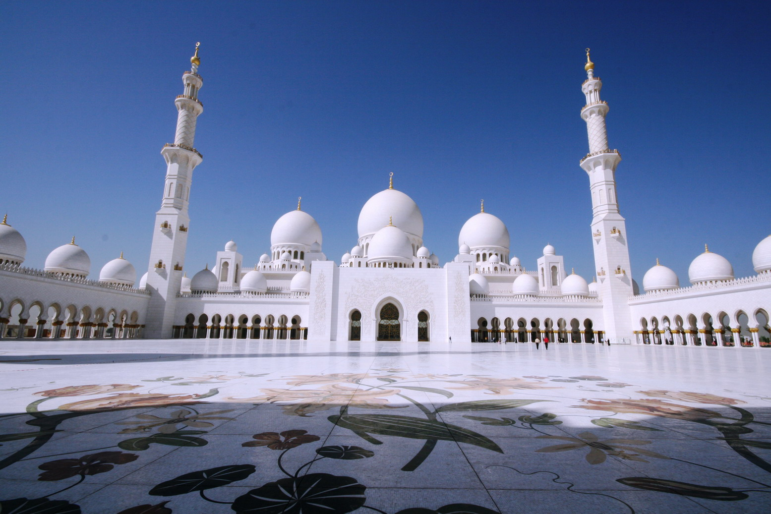 The Zayed Masjid In Abu Dhabi Check Out The Zayed Masjid