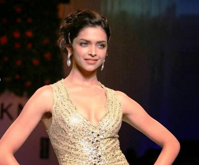 Deepika Padukone looks hot wardrobe malfunction pics hot milky thunder cleavage exposed pics,photos