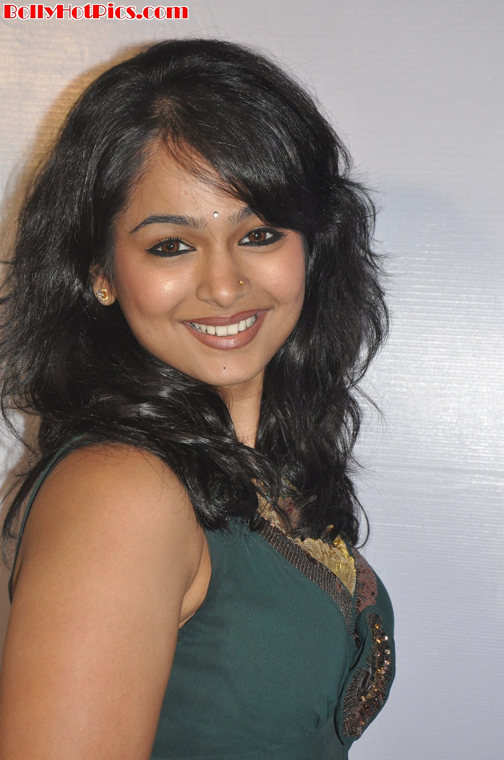 http://2.bp.blogspot.com/-dflgIsXtjds/UC_0NPwQBJI/AAAAAAAAchs/_BTgPNMaDQs/s1600/akilan-movie-audio-launch-10.jpg