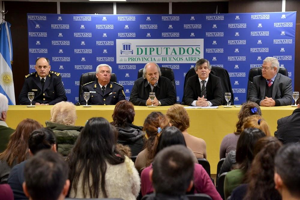 HOMENAJEARON EN DIPUTADOS A POLICÍAS BONAERENSES CAÍDOS EN CUMPLIMIENTO DEL DEBER