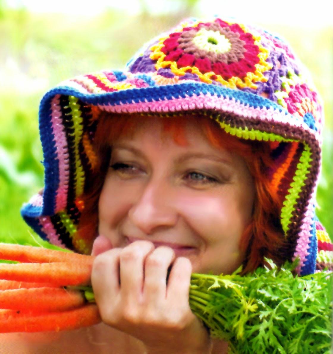 gorro multicolor tejido con cuadrados en crochet